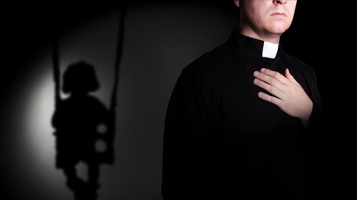 Detalle de la vestimenta de un sacerdote.
