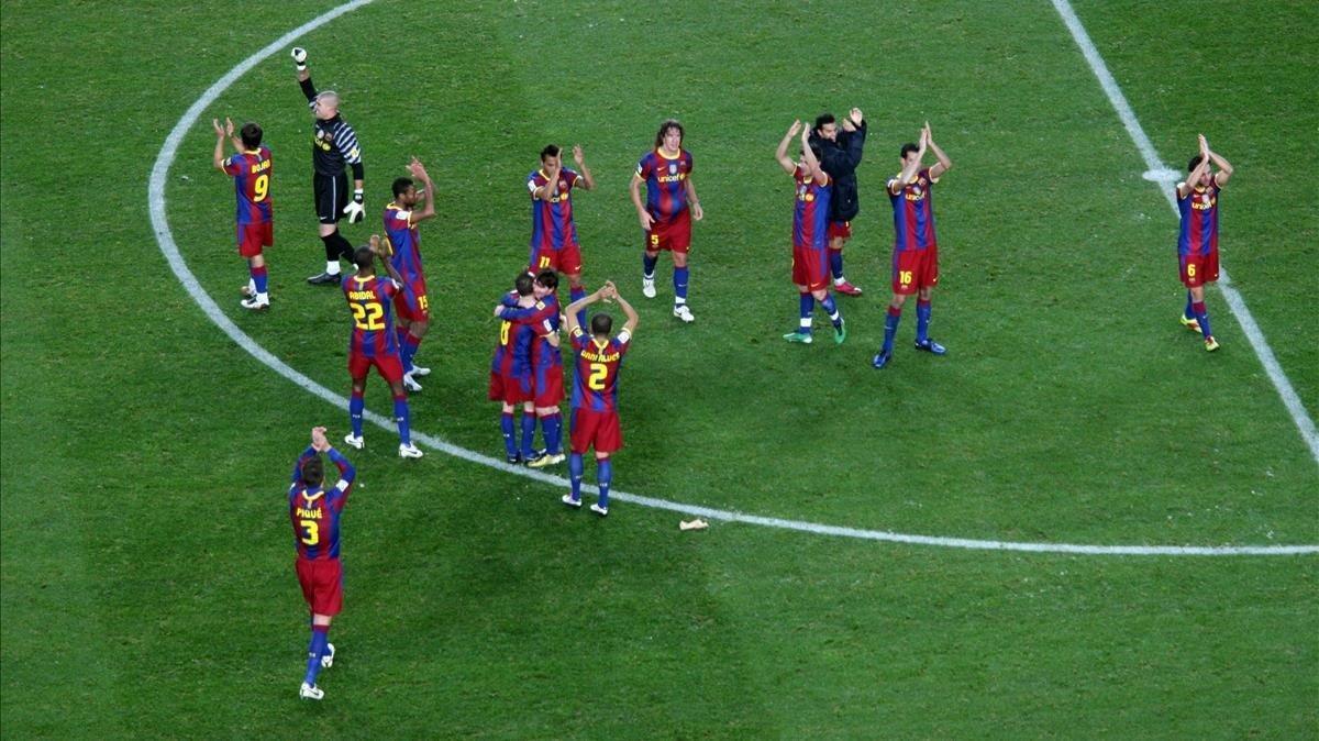 Los jugadores del Barça celebran el 5-0 del clásico.