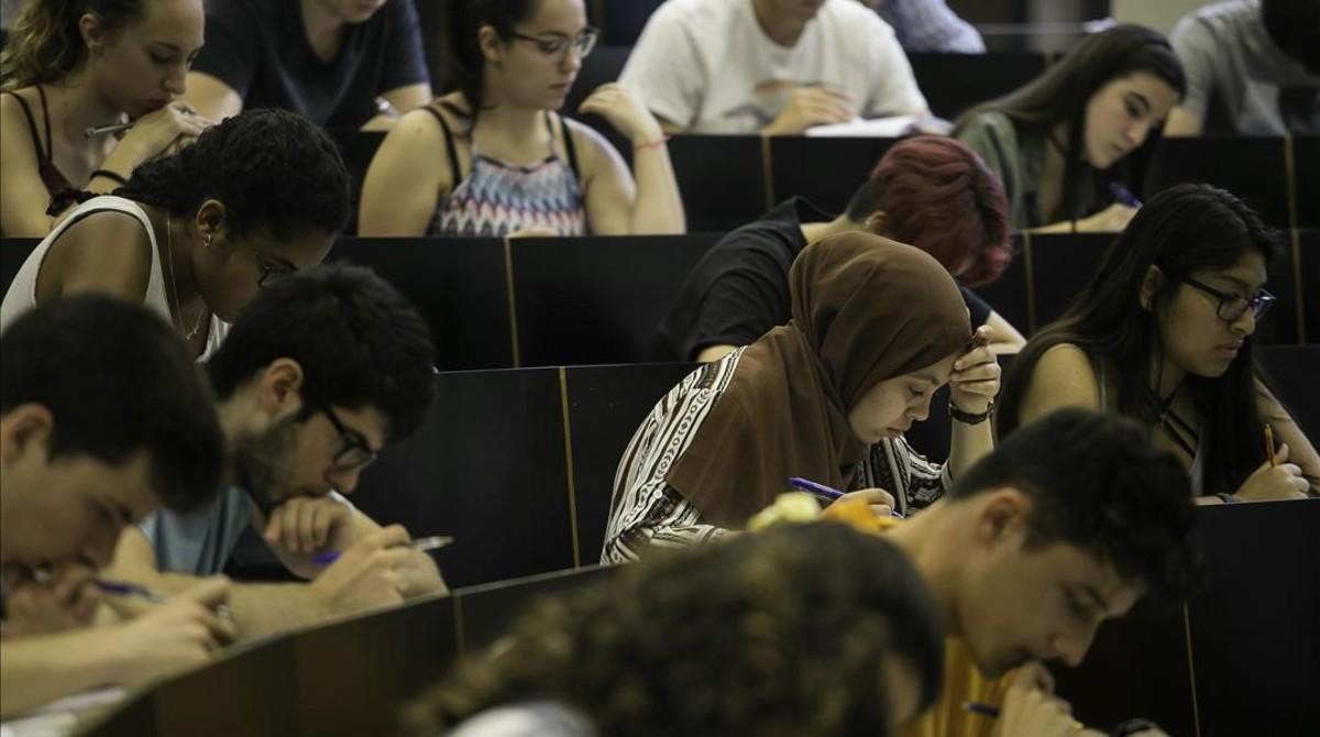 Estudiantes examinándose este año en las pruebas de selectividad.