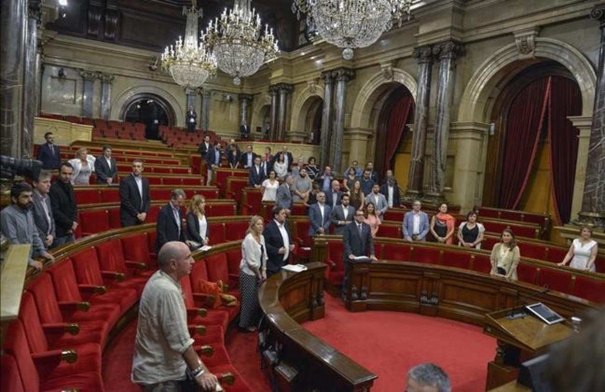 Minuto de silencio por el asesinato de Miguel Ángel Blanco este jueves en el Parlament.