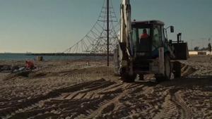 El temporal 'Filomena' deja muy tocadas las playas de Barcelona.