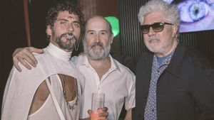 Paco León, Javier Cámara y Pedro Almodóvar.