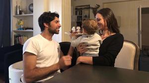 Cayetano Rivera posa junto a su mujer, Eva González y su hijo, el pequeño Cayetano.