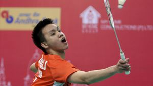 FILE - In this Feb. 19, 2016, file photo, Malaysia's Zulfadli Zulkiffli plays against India's Srikanth K. during their men's singles match of the Badminton Asia Team Championships quarterfinals in Hyderabad, India. The Badminton World Federation (BWF) imposed career-ending bans Wednesday, May 2, 2018 on former world junior singles champion Zulkiffli and fellow Malaysian Tan Chun Seang following a match-fixing investigation. Zulkiffli was banned for 20 years and fined $25,000 after being found guilty of 31 violations dating back to 2013 of the BWF's code of conduct involving betting, wagering and match manipulation, including four proven counts of match manipulation at three tournaments. (AP Photo/Mahesh Kumar A., File)