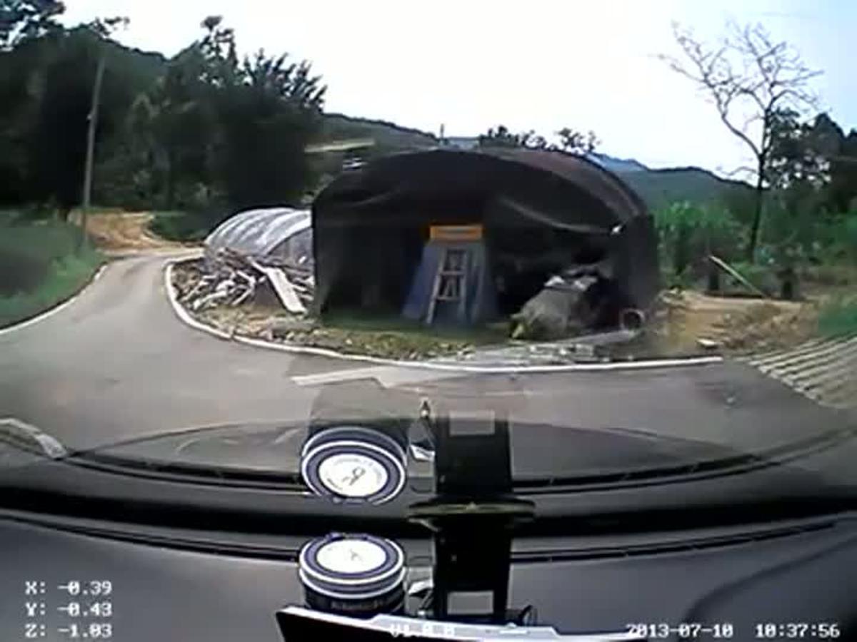 Vídeo que muestra los siete segundos que la examinada tarda en volcar el coche y suspender la prueba de conducir