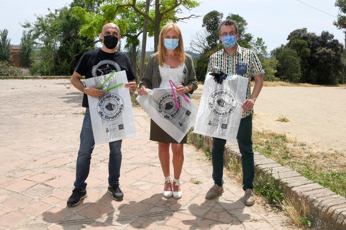 Presentación de la iniciativa con la alcaldesa, Ana María Martínez, Javier Ruíz y el concejal de Medioambiente en la era de Can Oriol
