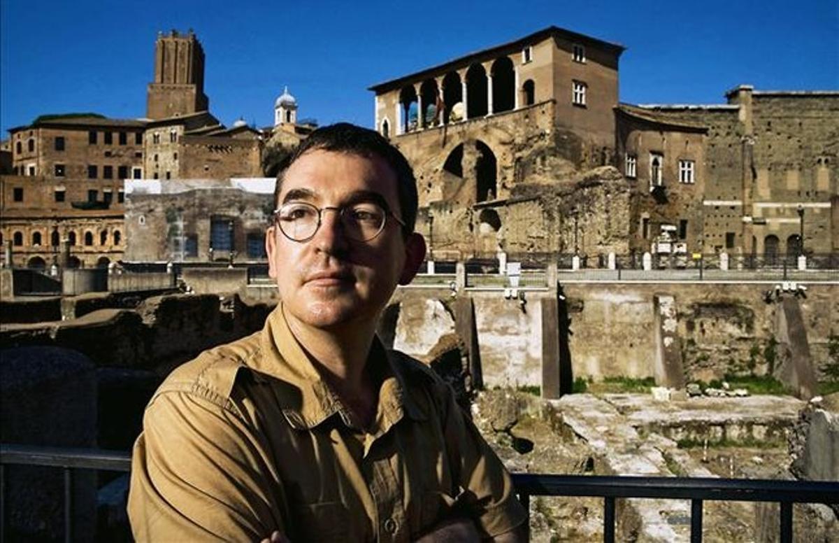 """Santiago Posteguillo: """"Trajano habría obligado a Bárcenas a devolver el dinero"""""""