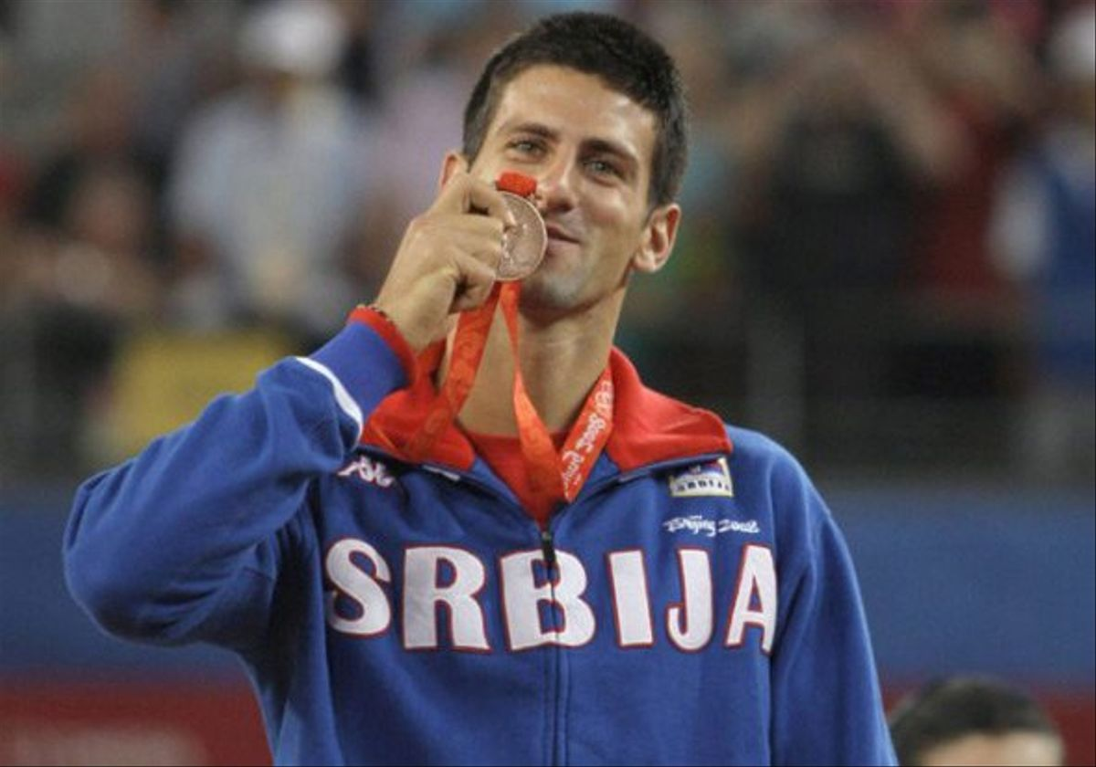 Djokovic besa la medalla de bronce ganada en Pekín 08.