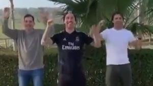 Sergio Ramos y dos amigos bailan la coreografía del 'tubo de escape'.