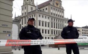 Policía alemana en la ciudad de Augsburgo.