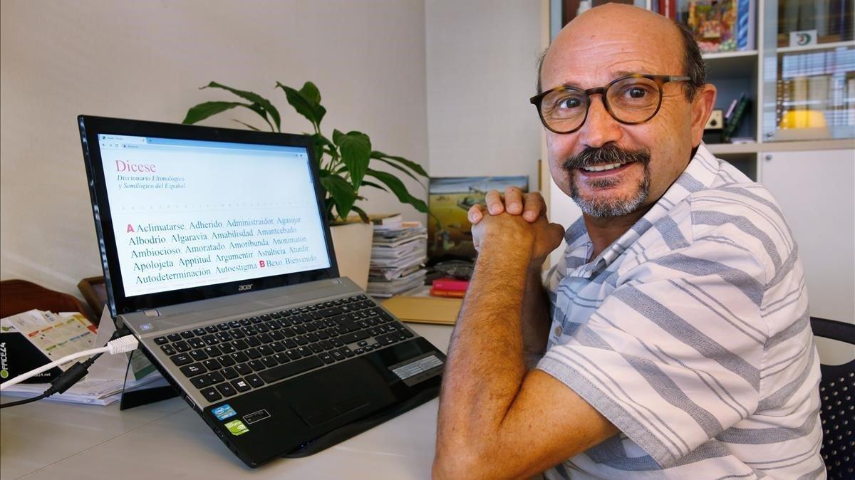 Carlos Baeza, creador de la plataforma www.dicese.es, de sincretismos que, con humor, dan a pensar.