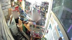 En prisión un ladrón por asaltar con un cuchillo cinco tiendas en Barcelona.