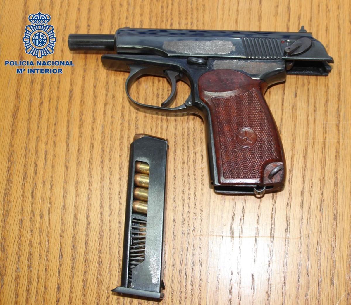 El arma incautada al atracador detenido en un hotel de Madrid.