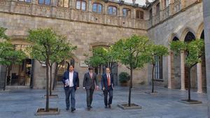 El vicepresidente del Govern, Oriol Junqueras; el 'president', Carles Puigdemont, y el 'conseller' de Presidència, JordiTurull, este martes.