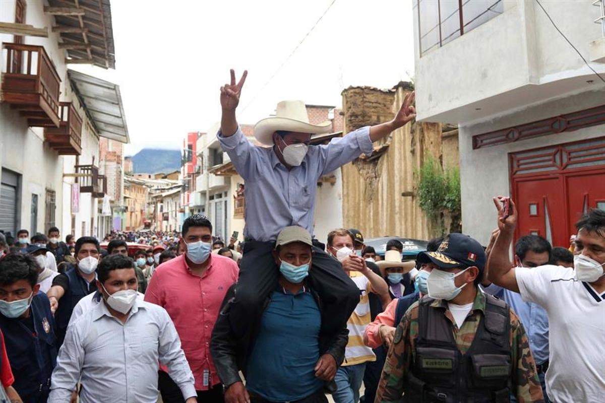 L'extrema esquerra, encapçala les primeres enquestes al Perú
