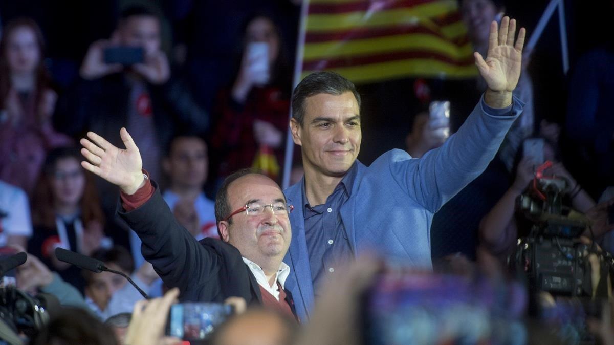 Pedro Sánchez y Miquel Iceta, en el mitin de final de campaña en Barcelona.