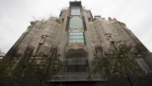 Els veïns de la Sagrada Família rebutgen l'escalinata de la façana principal