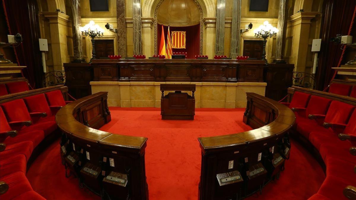Lent ball de cadires a la Mesa del Parlament