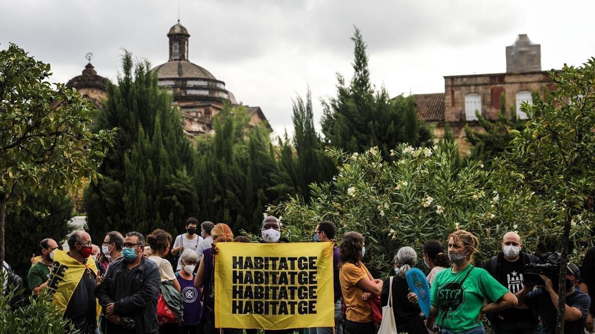 El Sindicato de Inquilinos se concentra frente al Parlament .
