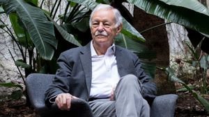 """Eduardo Mendoza: """"Rufo Batalla soy yo"""""""