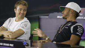 Nico Rosberg y Lewis Hamilton, en la conferencia de prensa conjunta de hoy en Abu Dabi.