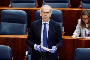 El consejero madrileño de Sanidad, Enrique Ruiz Escudero, en un pleno de la Asamblea de Madrid.