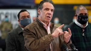 Una ex funcionaria del Estado de Nueva York también denunció a Cuomo -en la imagen- por acoso.