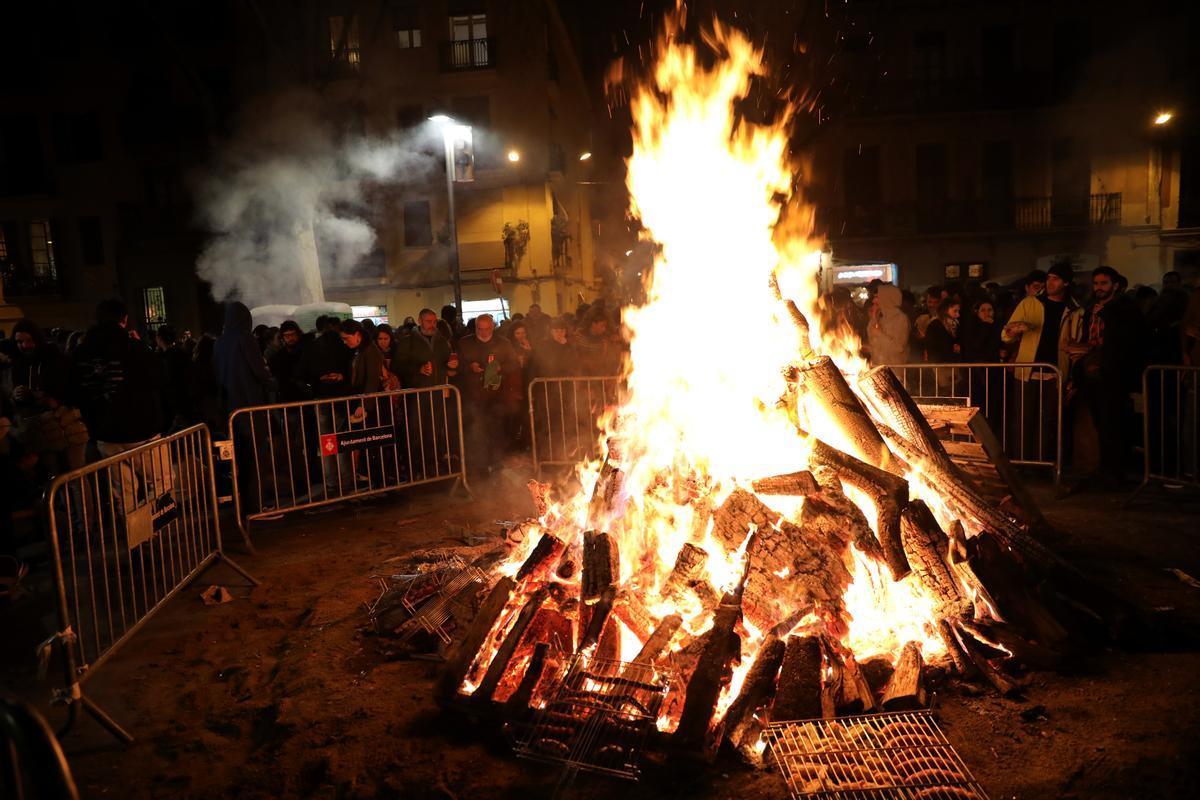 Una imagen de los tradicionales 'foguerons', que este año no podrán encenderse.