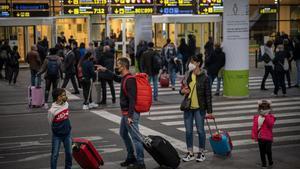 Llegada de pasajeros a la terminal T1 del Aeropuerto de Barcelona El Prat.