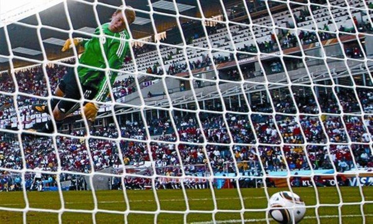 Neuer, portero de la selección alemana, en el partido de octavos del Mundial de Suráfrica ante Inglaterra.