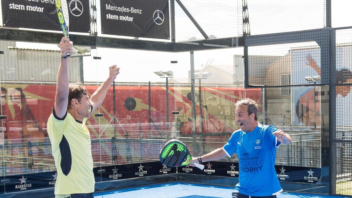Julio Salinas y Fran González celebran el triunfo en la final de la segunda categoría.