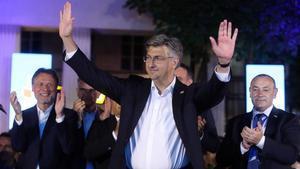 El primer ministro croata, Andrej Plenkovic, celebra su victoria en los comicios legislativos este domingo.