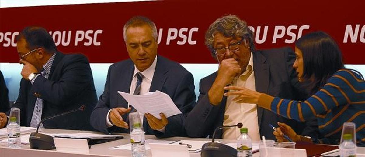 Los dirigentes socialistas Daniel Fernández, Pere Navarro, Antonio Balmón y Núria Parlon, durante una reunión de la ejecutiva del PSC.