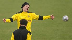 Haaland, en el entrenamiento de este lunes en Dortmund.