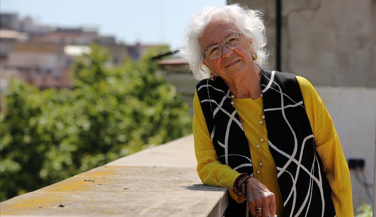 Maria Assumpció Vilà, en la terraza del despacho en la ronda Sant Pau