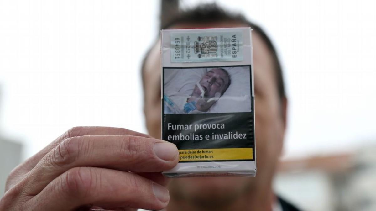El gallego que denuncia que se usa sin su permiso una foto suya intubado para ilustrar los paquetes de tabaco.
