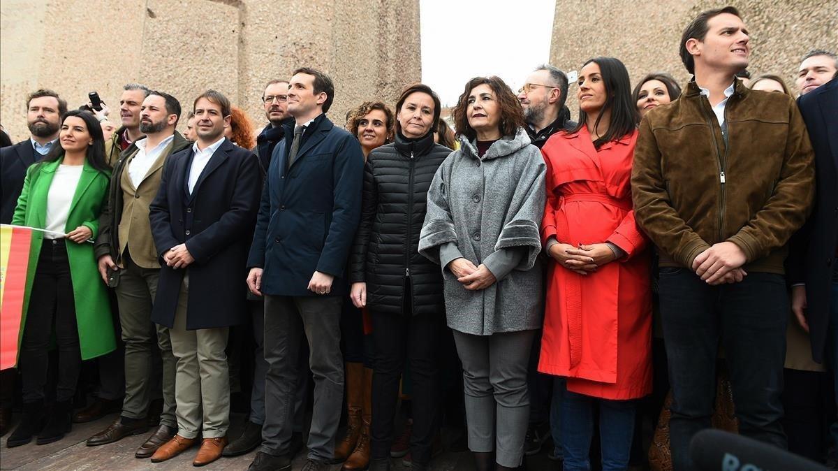 La llamada 'foto de Colón', con Santiago Abascal, Pablo Casado y Albert Rivera juntos, en la manifestación del pasado 10 de febrero en Madrid.