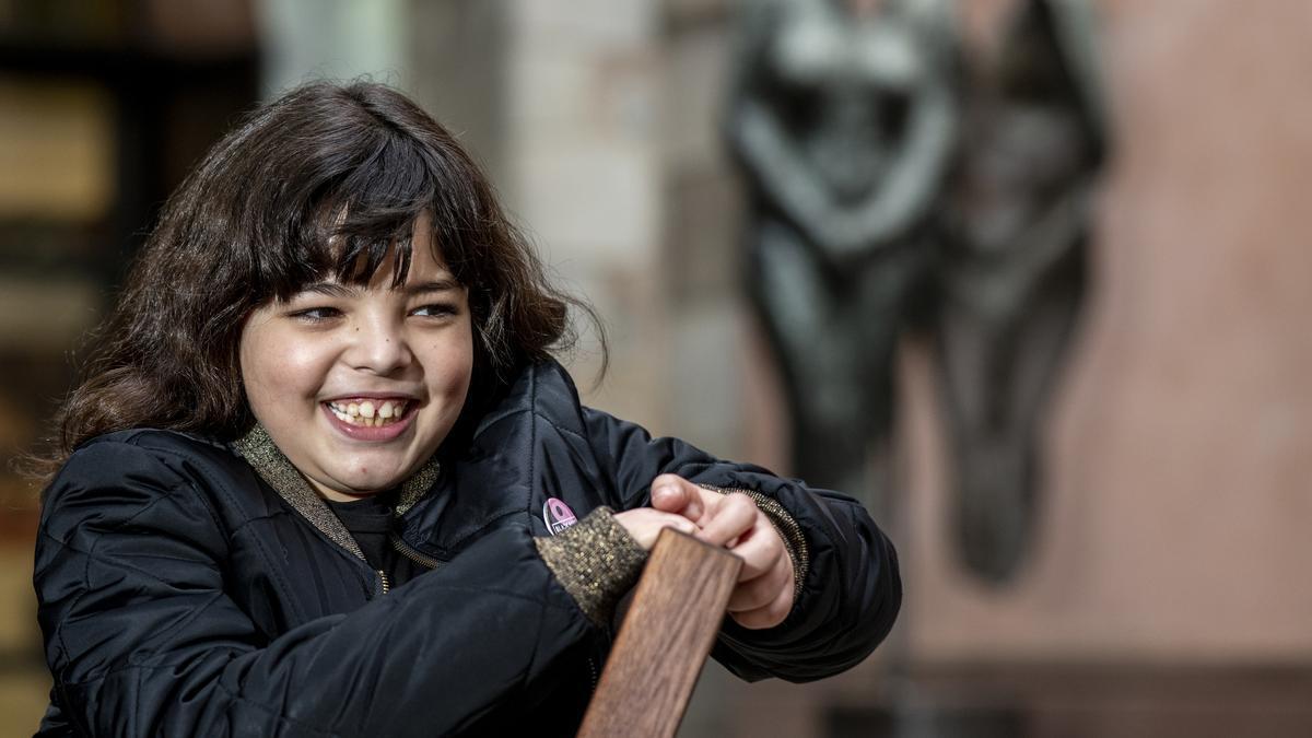 Cora Navarro tiene diez años y ha hace cinco que quiso cambiarse el nombre que sus padres le pusieron al nacer. Se sabe una niña, y también su familia y amigos.