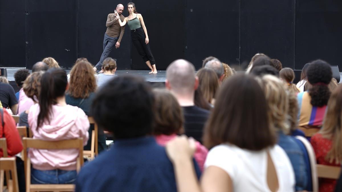 Buena entrada en una actuación de danza, estelunes, en el parque de la Ciutadella