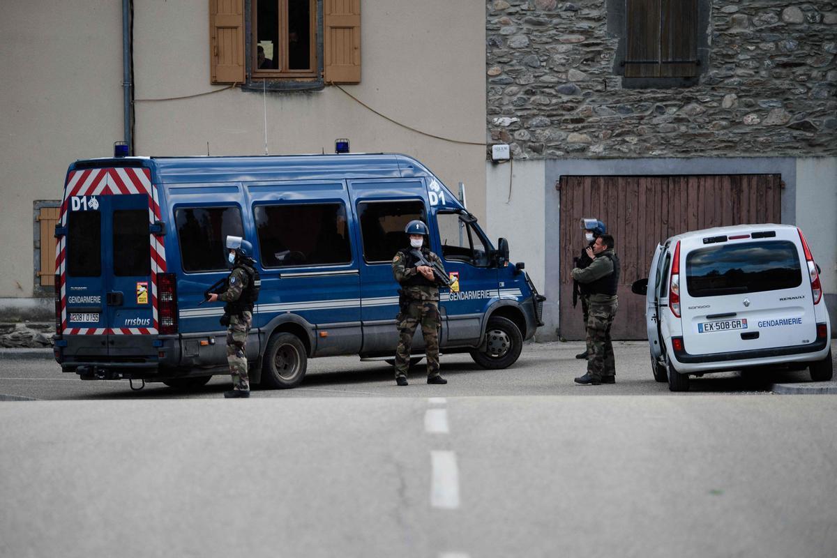 Agentes de la Gendarmería francesa.