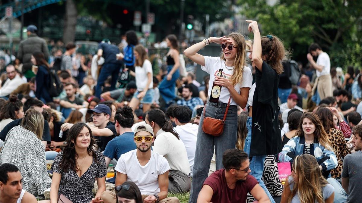 París Celebra La Fiesta De La Música Ajena Al Coronavirus