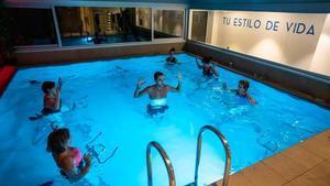 Una clase de 'aquabike' en Aqua Body Studio.