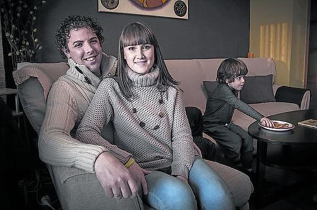 En familia 8 Ana Mourelo, con su marido, José Brocal, y su hijo Aitor.