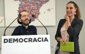 Pablo Echenique y Noelia Veradurante la rueda de prensa que ofrecieron tras la reunión del Consejo de Coordinación de Podemos.