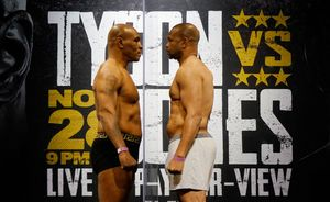 Mike Tyson y Roy Jones Jr.