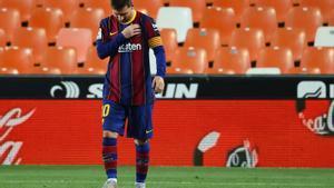 Messi, tras marcar uno de sus dos goles en Mestalla.