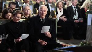 Harald de Noruega y su mujer, en el funeral de su exyerno.