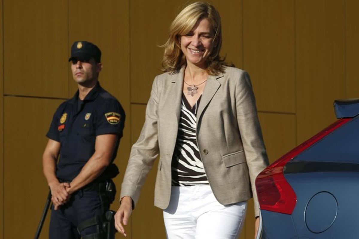 La infanta Cristina, a la salida del Hospital Quirón de Madrid, el pasado septiembre.