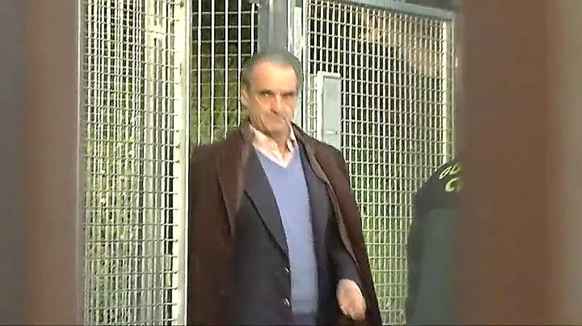 La Guardia Civil traslada en furgón a Mario Conde y sus hijos hasta la Audiencia Nacional.