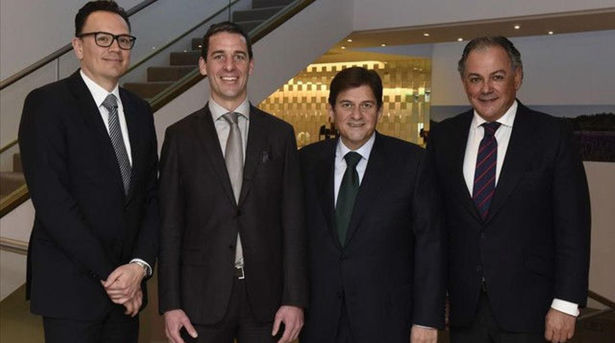 Reunion de la Asociacion Espanola de Medicamentos Genericos (Aseg), con su presidente, Raúl Díaz-Varela (segundo por la derecha, con directivos de la Asociación Europea de Genéricos (EGA).